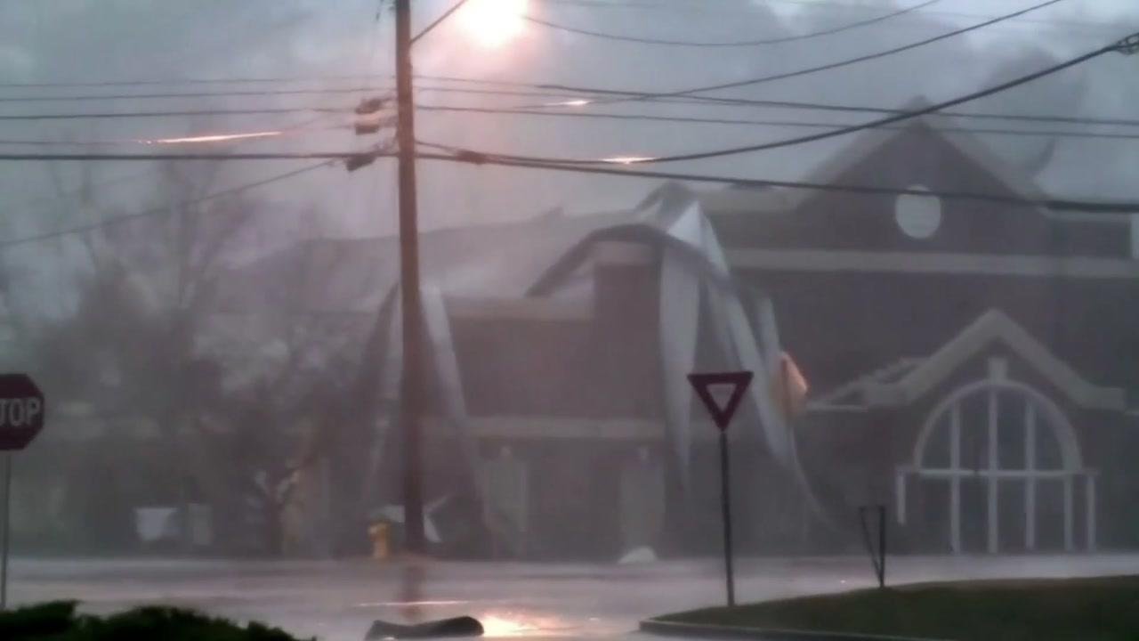 미국 남부 휩쓰는 겨울 토네이도...11명 사망