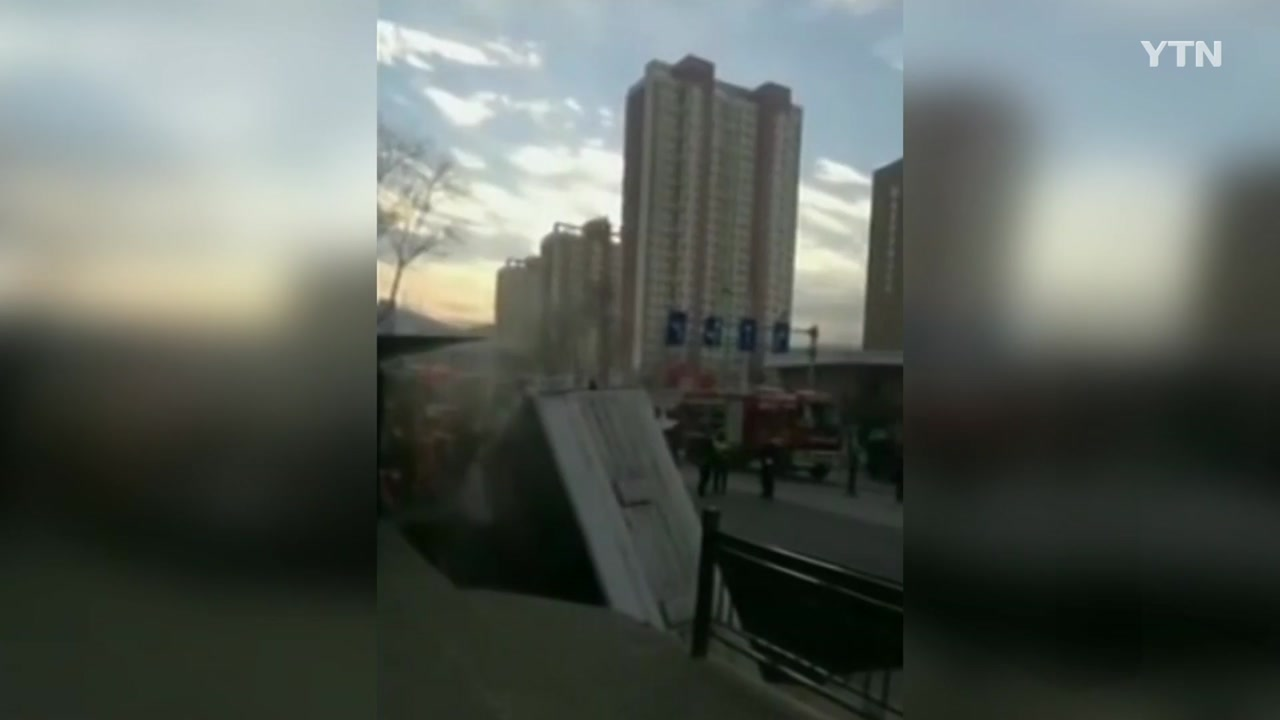 中, 도로 침하로 버스 빠져...6명 사망