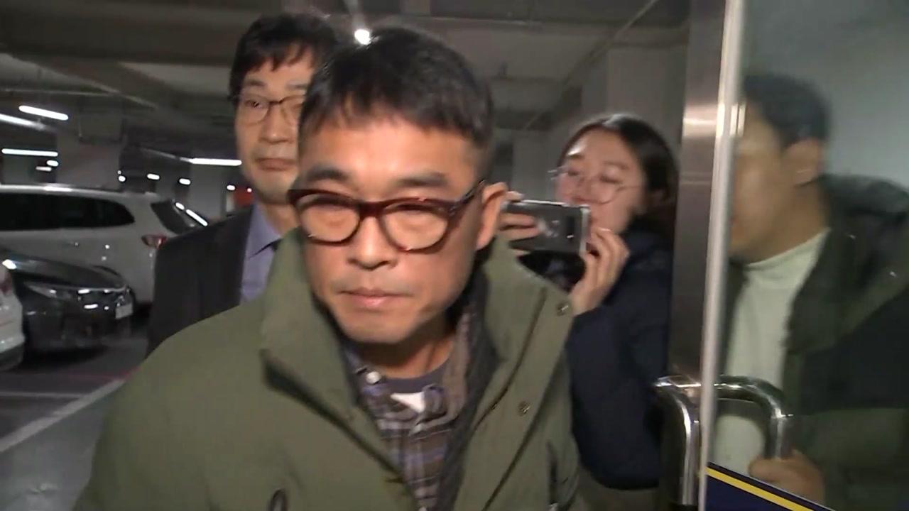 성폭행 혐의 김건모 경찰 출석...혐의 관련 대답 안 해