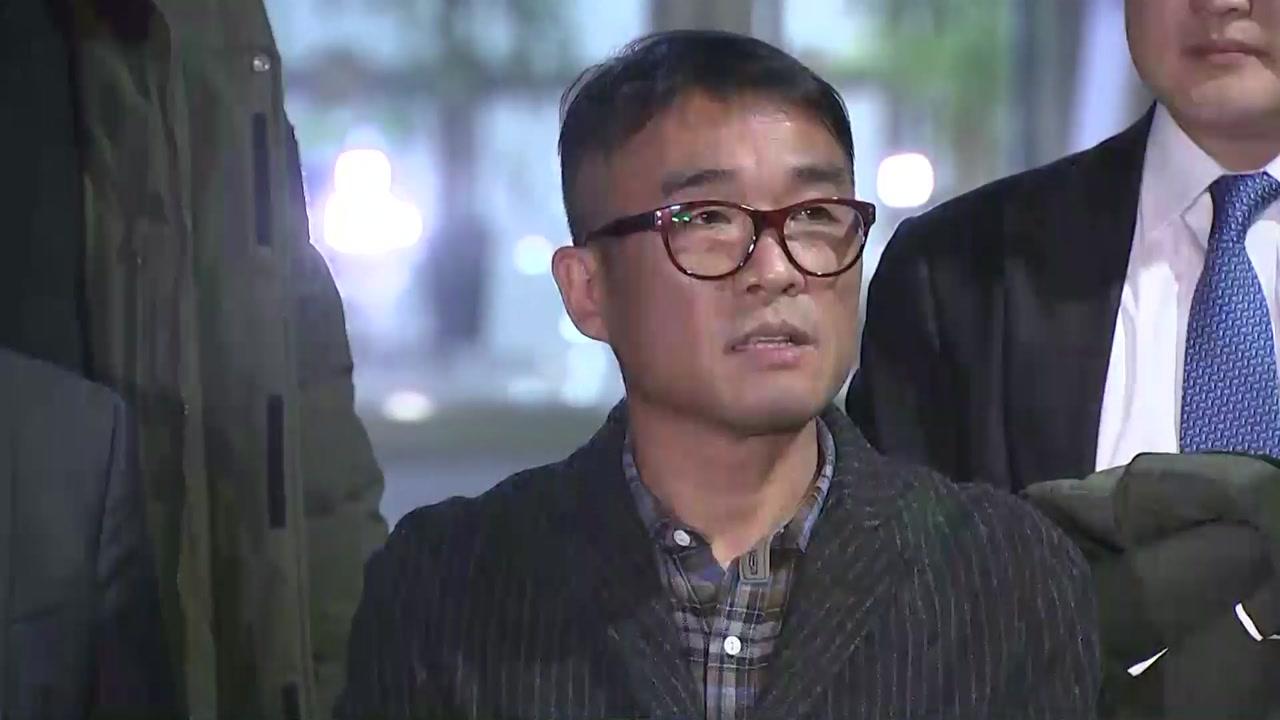 """김건모, 12시간 경찰 조사 마치고 귀가...""""진실 밝혀질 것"""""""