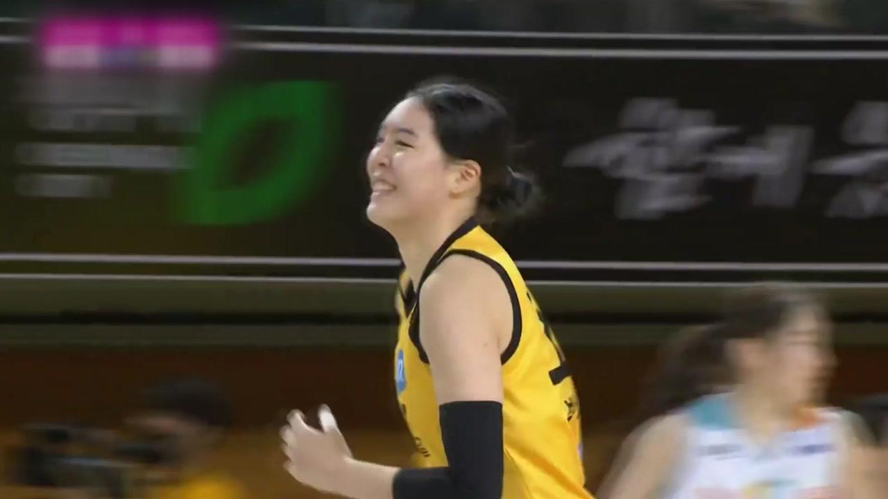 '박지수 3점 슛 2방' KB, 단독 선두 복귀