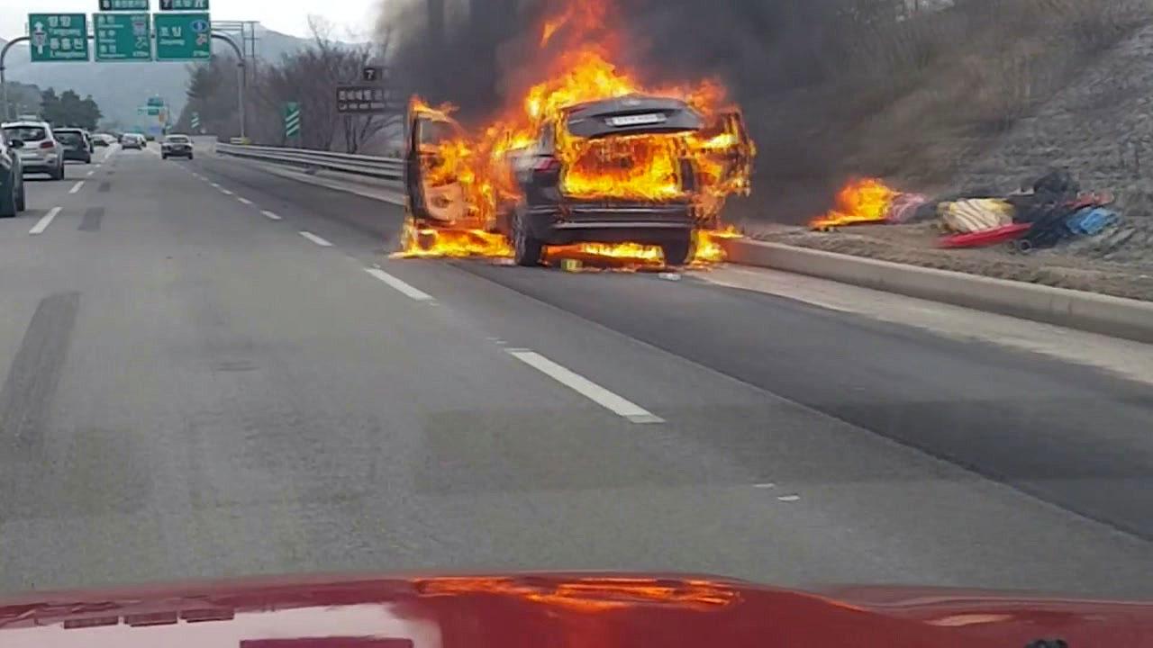 서울양양고속도로서 SUV 화재...부상자 없어