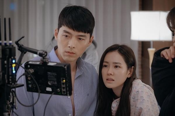 '사랑의 불시착' 종영 D-3, 촬영 현장 비하인드컷 공개
