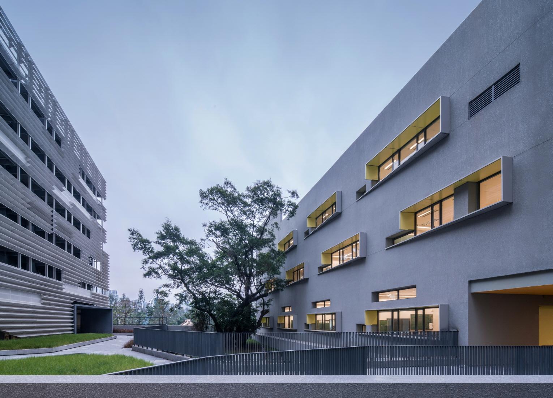 〔안정원의 건축 칼럼〕급격히 변화하는 수직적 도시와 대비되는 낮고 짜임새 있는 캠퍼스 2