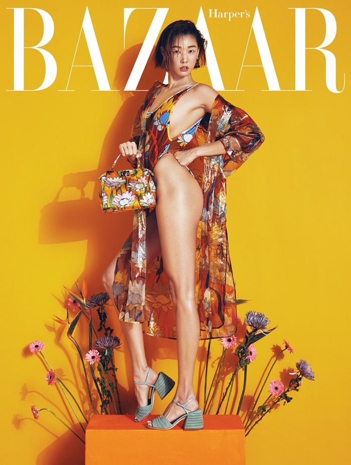 한혜진, 패션지 커버 장식…톱모델의 독보적 카리스마