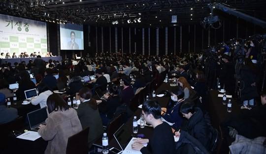 칸→아카데미 일정 마무리...'기생충' 기자회견에 250개 매체 몰려