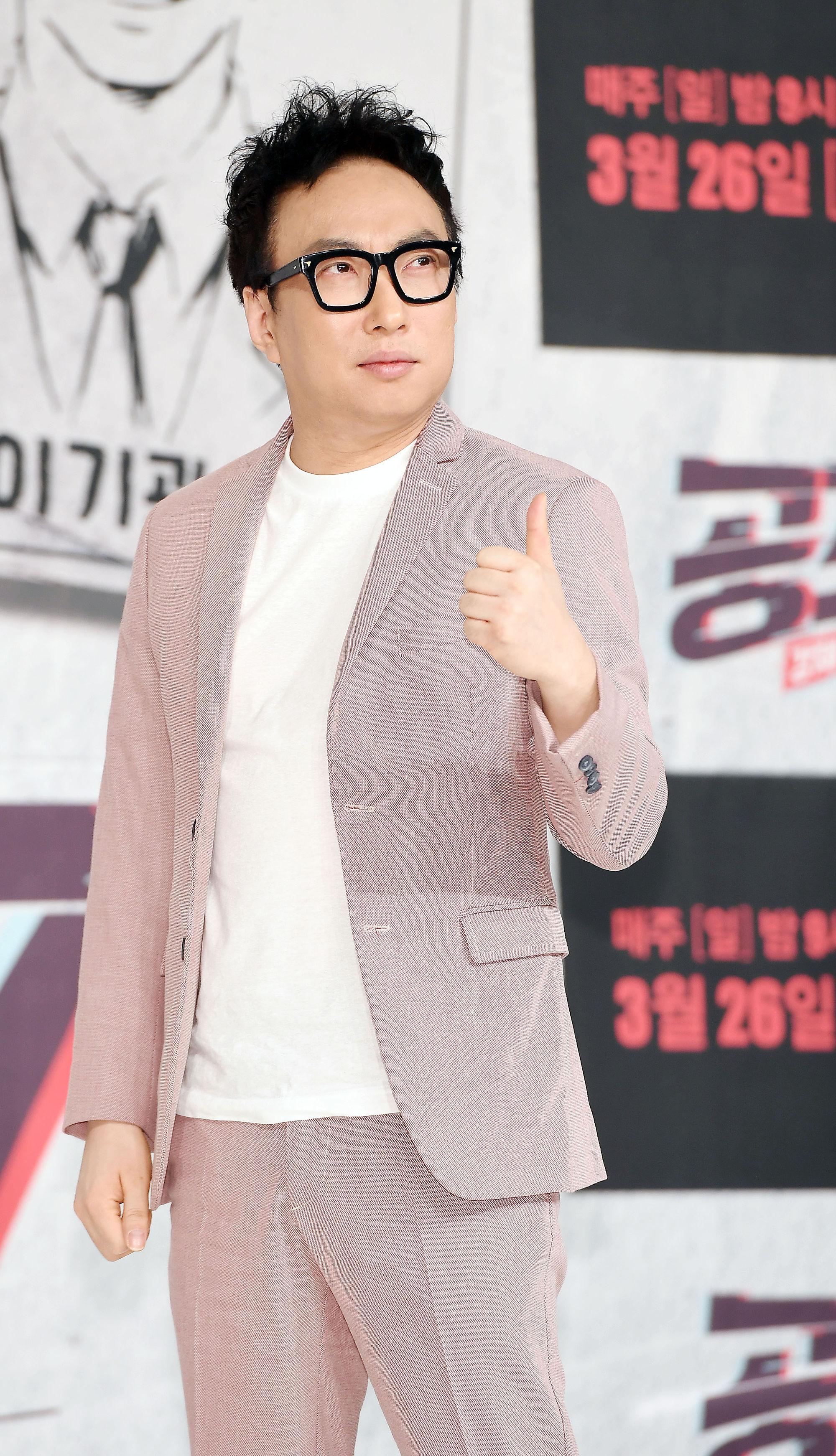 [단독] '마스크 대란 일침' 박명수, 코로나19 취약계층 위해 2만 장 기부