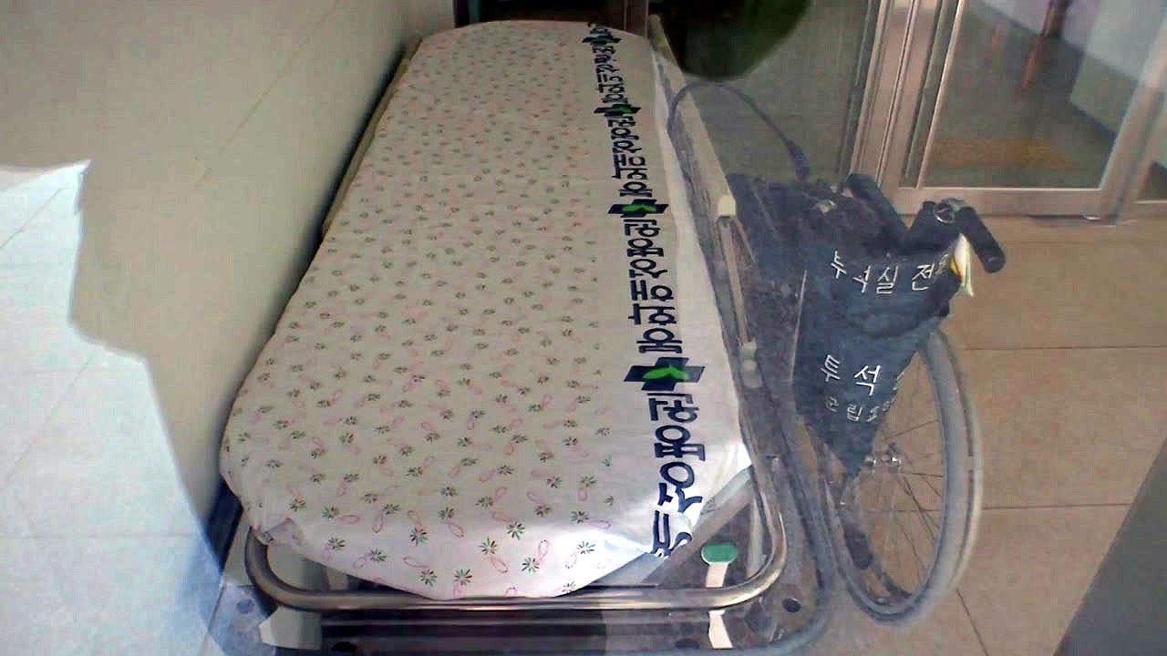 봉화 요양원 확진자, 평균 88세...보호사와 함께 병원 이송