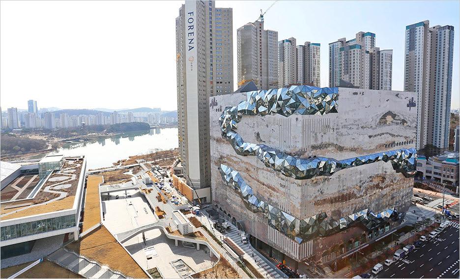 〔ANN의 뉴스 포커스〕 거대한 암석층 단면 문양을 형상화한 '갤러리아 광교'
