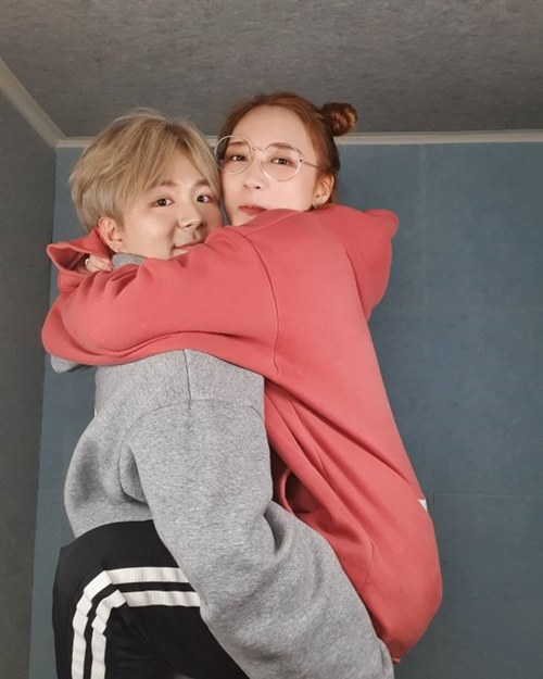 """'문단열 딸' 문에스더, 가수 송유진과 열애 공개...""""어차피 들킬 것"""""""