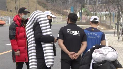 """""""6주 만의 외출""""...올림픽 국가대표 '집으로'"""