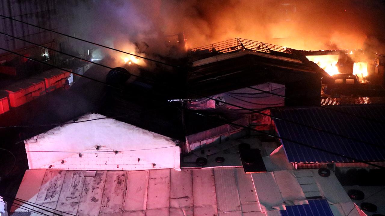 에어컨 설치 공장서 불...주민 50여 명 대피