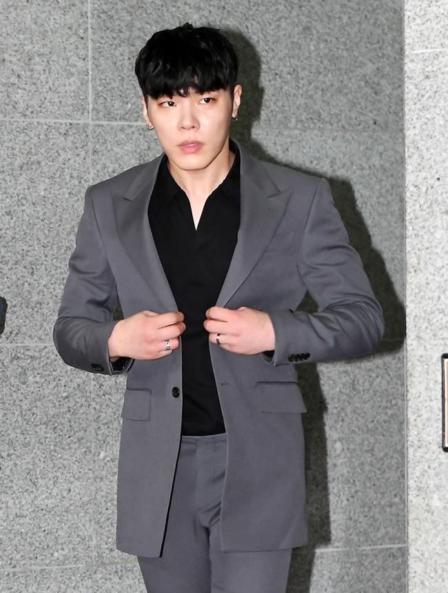 휘성, 수면마취제 투약→약물 직거래 CCTV 공개…침묵 언제까지(종합)