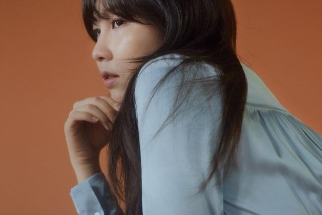 권진아, '뭔가 잘못됐어'로 독보적 음색 과시…'믿듣 가수' 우뚝