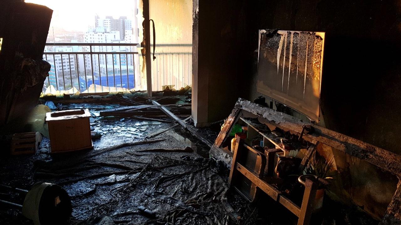 울산에서 아파트 불, 18살·9살 형제 숨져