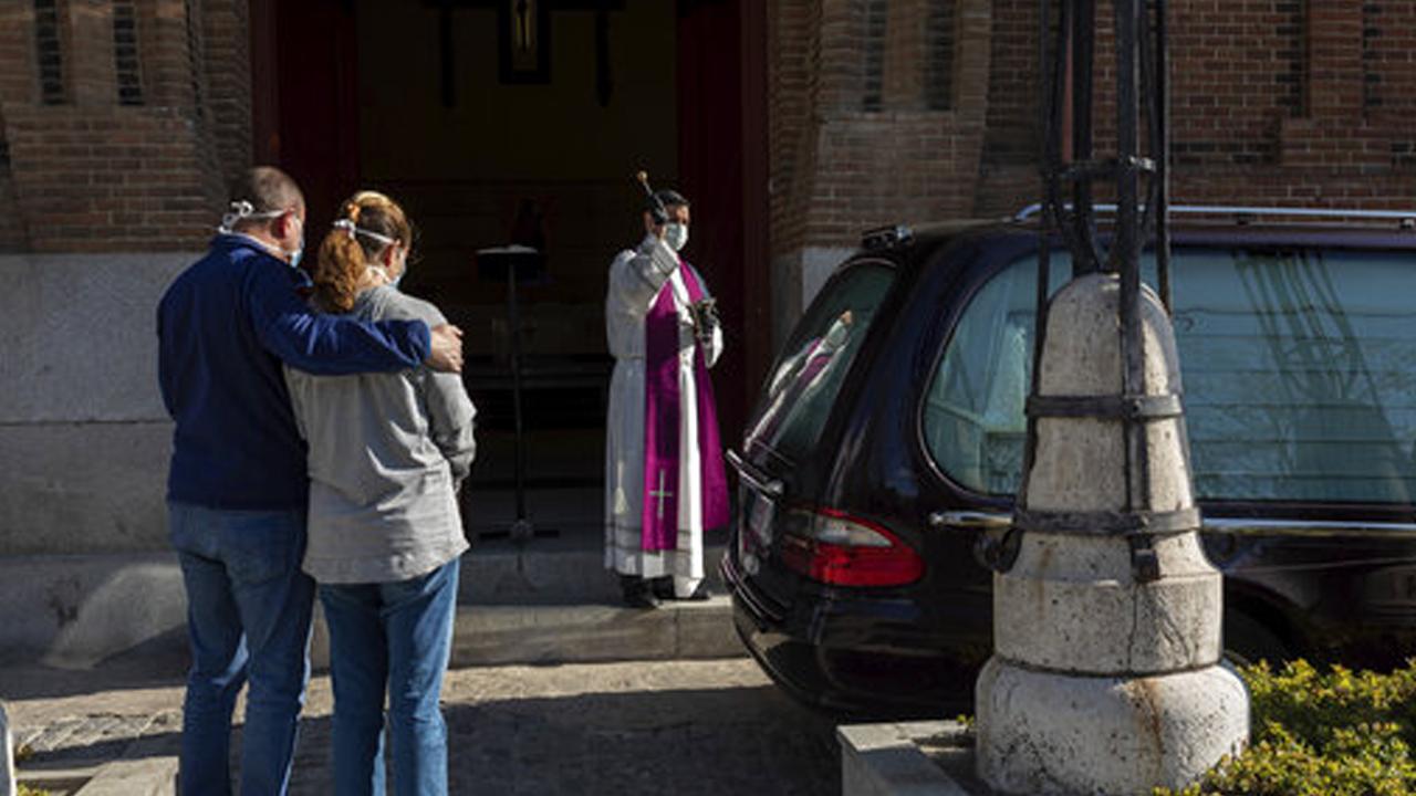 스페인서 드라이브 스루 장례식...작별 시간 단 5분