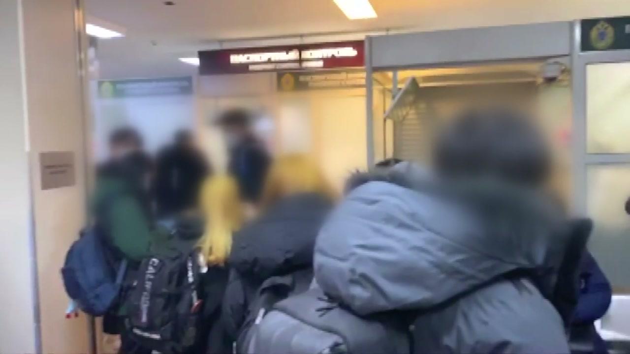 '특별기' 기다리다 러시아에 고립된 한국인...공항에 갇힌 러시아인