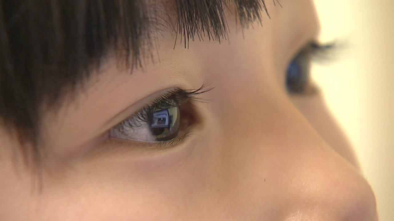 '집콕'에 TV·휴대폰 사용 급증...'눈 건강' 비상