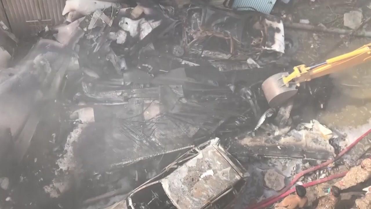 파키스탄 여객기 추락 사고로 97명 사망·2명 생존