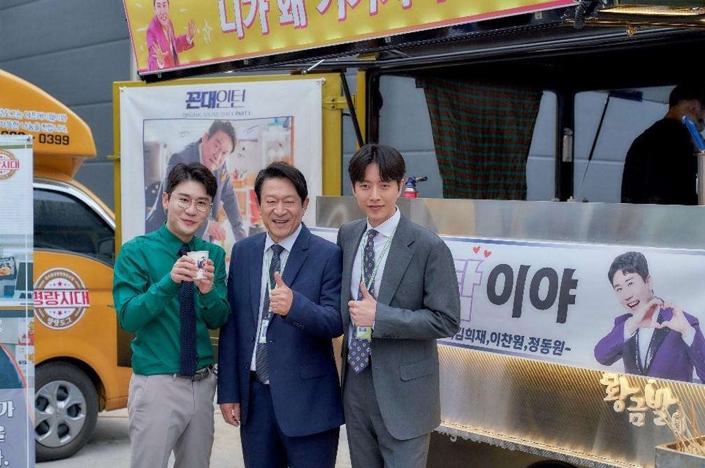 영탁 '꼰대인턴' 특별출연, '미스터트롯' 트롯맨들 커피차로 의리 과시
