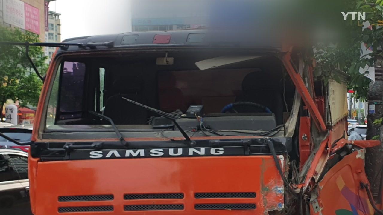 용인서 덤프트럭, 차량 4대 들이받고 인도 돌진...6명 부상