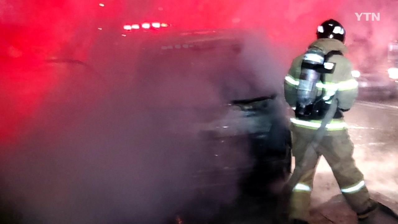 청주 오창휴게소 근처 달리던 트럭 화재...다친 사람 없어