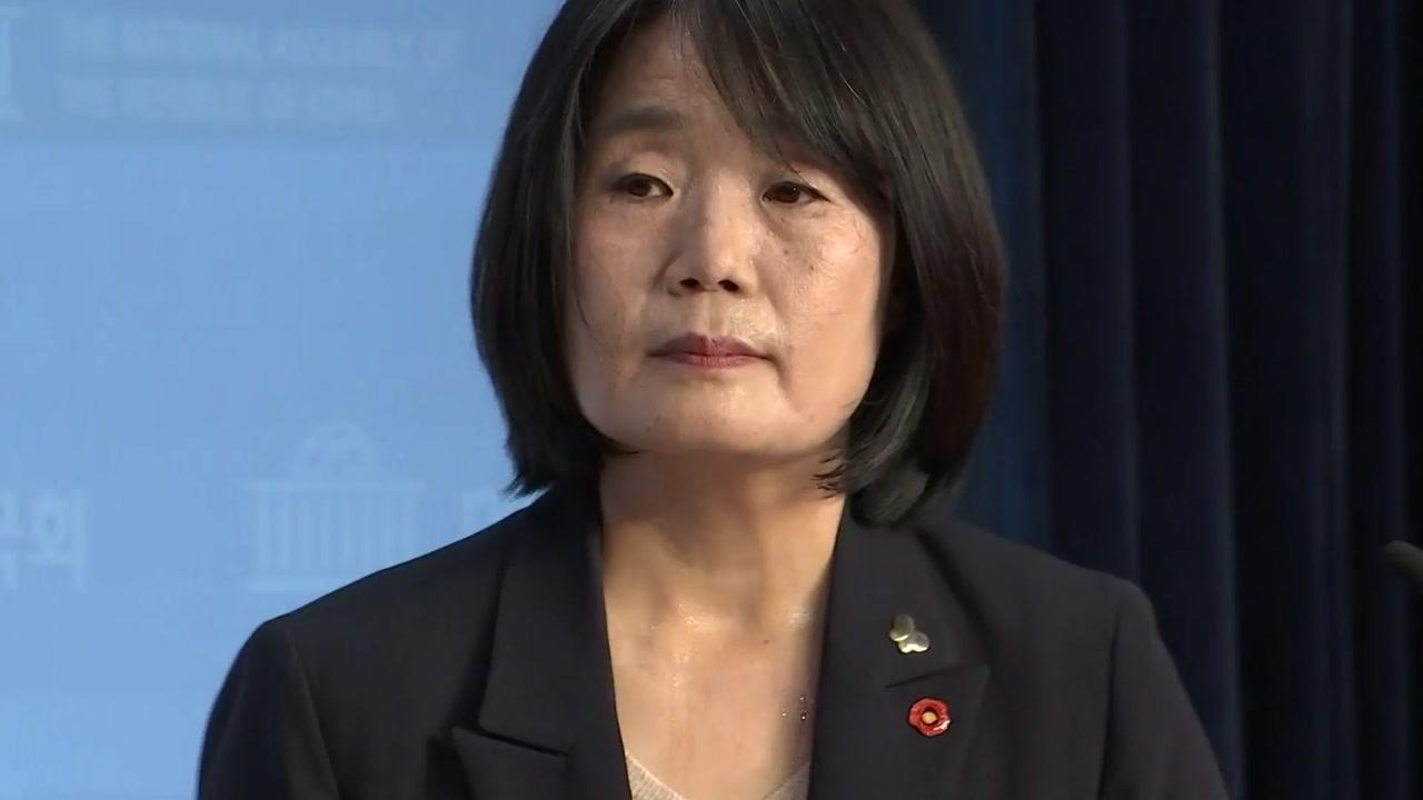 """국회서 기자회견 한 윤미향 """"의원직 사퇴 안 한다"""""""
