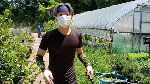김재중, 만우절 논란 후 근황...마스크 쓰고 봉사활동 열중
