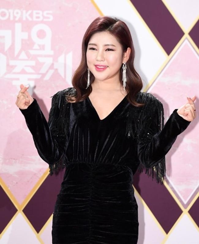 송가인, '이별의 버스 정류장' 수익금 기부…코로나19 예방차