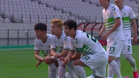K리그 최고령 이동국 멀티골 활약…전북 선두 복귀