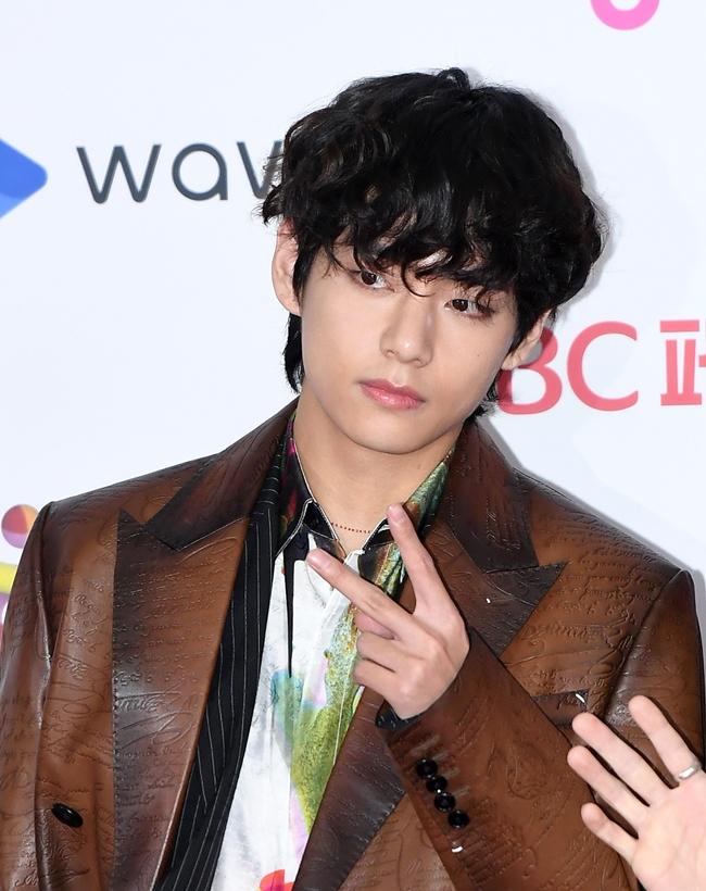 BTS 뷔, 자작곡으로 아델 넘었다…아이튠즈 103개국 1위