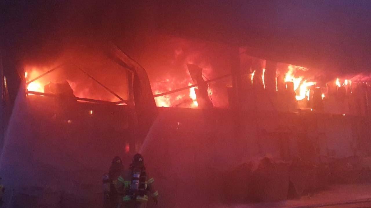 충남 태안 마늘 저장창고에서 불...마늘 7백 톤 피해