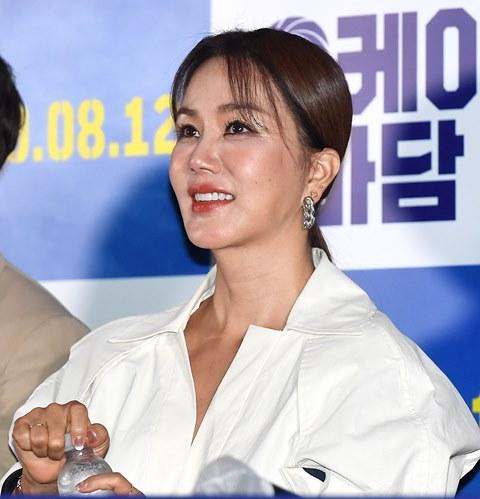 """'오케이 마담' 엄정화 """"5년 만의 스크린 복귀, 감격스럽기까지"""""""