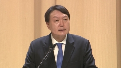 '진짜 민주주의' 언급한 윤석열...정부·與 작심 비판?