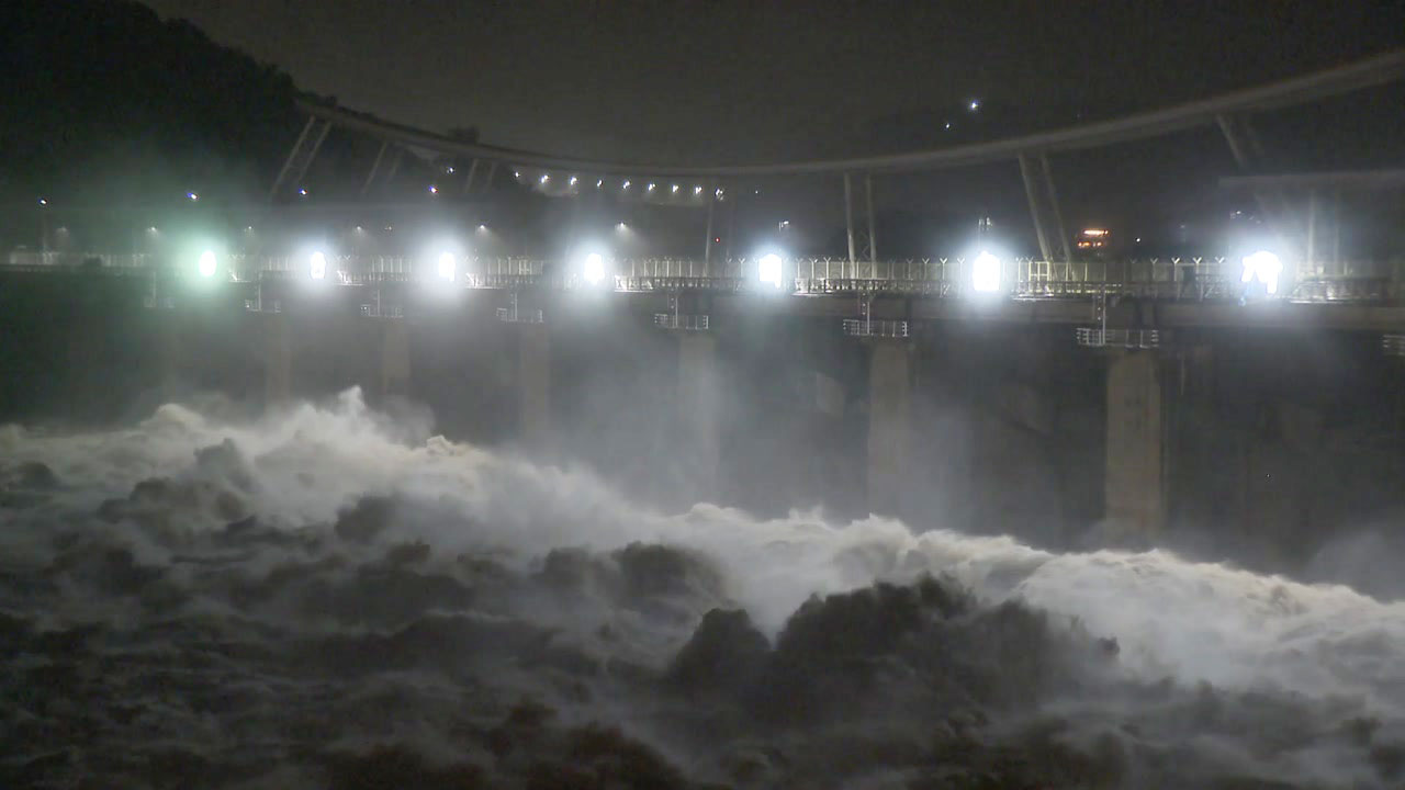 팔당댐 방류량 초당 6천 6백 톤...계속되는 비에 한강 수위 '비상'