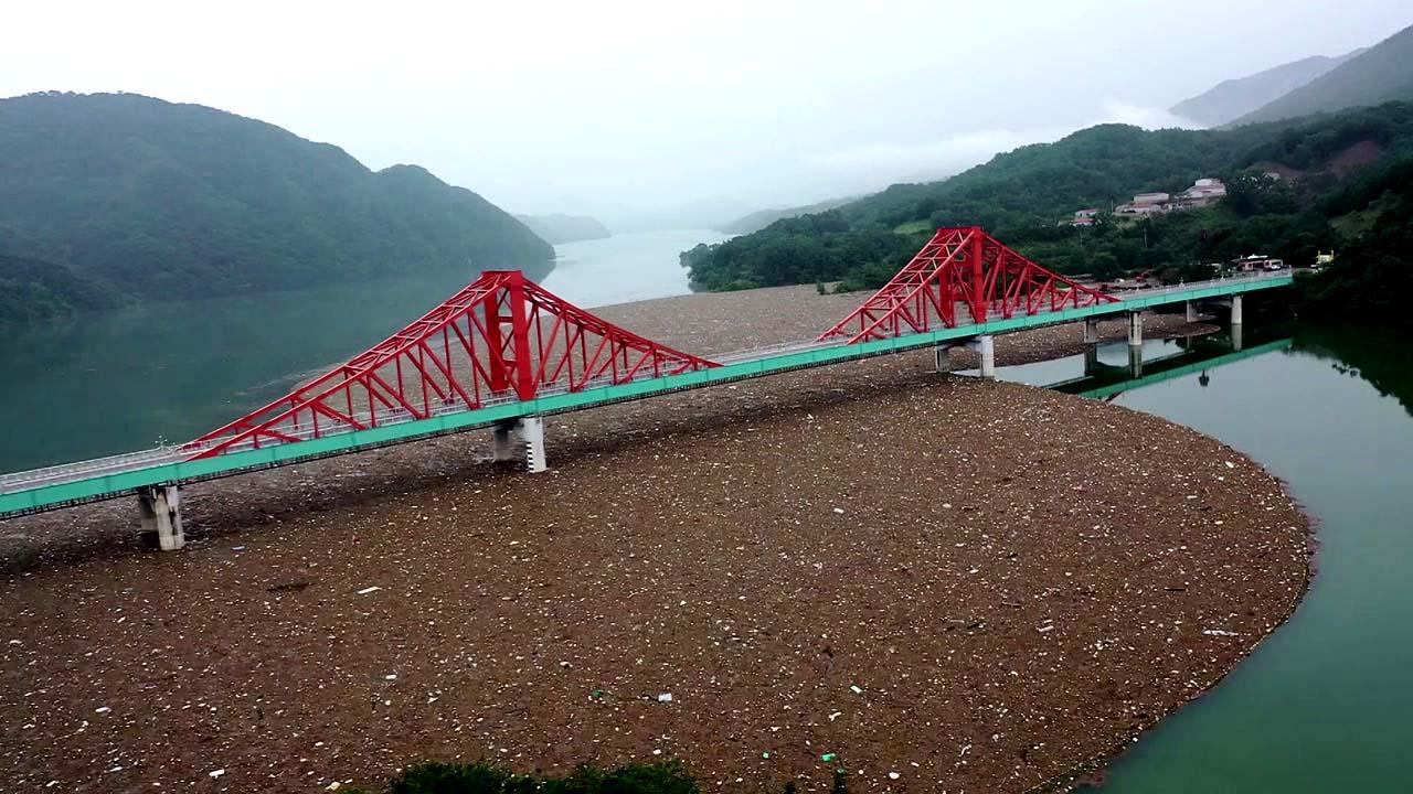 폭우로 충주호 '쓰레기 섬' 방불