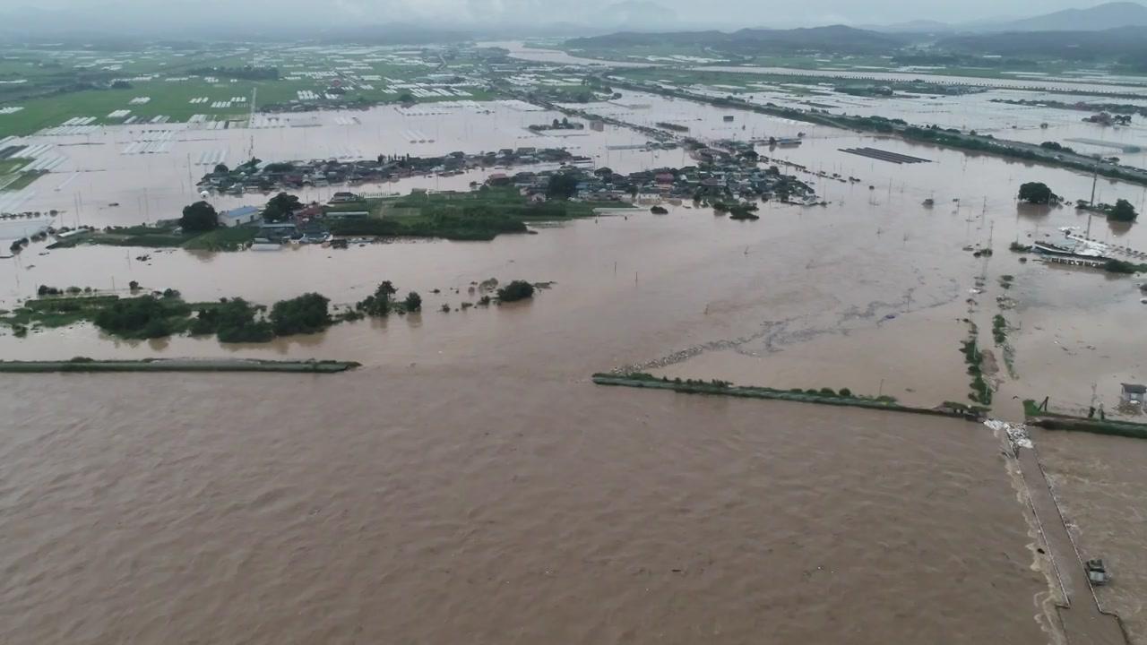 남원 부근 섬진강 제방 일부 유실...마을·농경지 침수