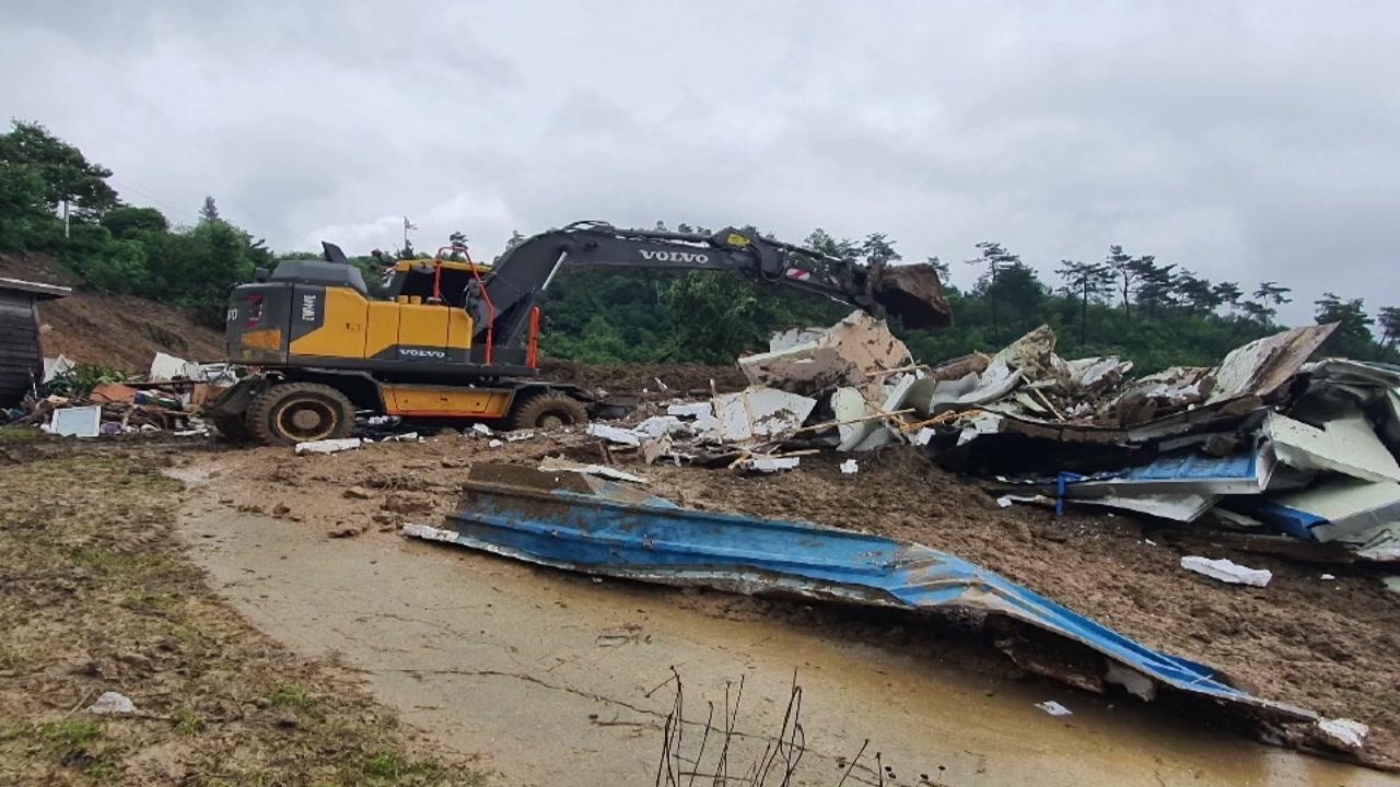 전북 장수군에서 산사태로 2명 매몰 추정