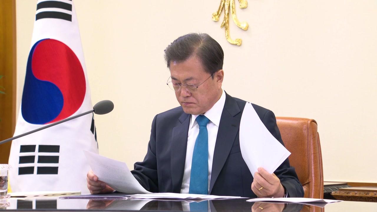 """문 대통령, 스가 日 총리에 축하 서한...""""관계 발전 함께 노력"""""""