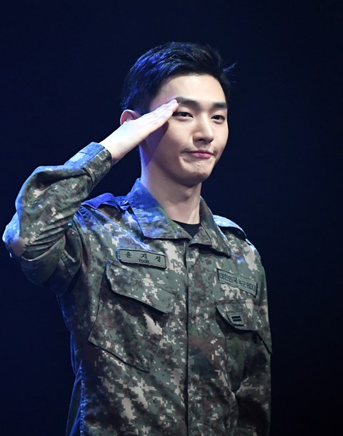 윤지성, 코로나19로 부대 복귀 없이 12월 13일 전역 (공식)