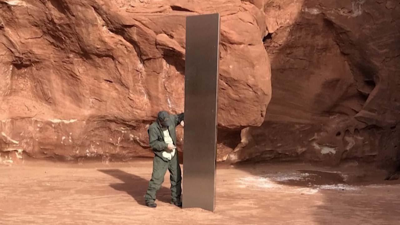 미국 사막에서 의문의 금속 기둥 발견...SNS에 추측 난무