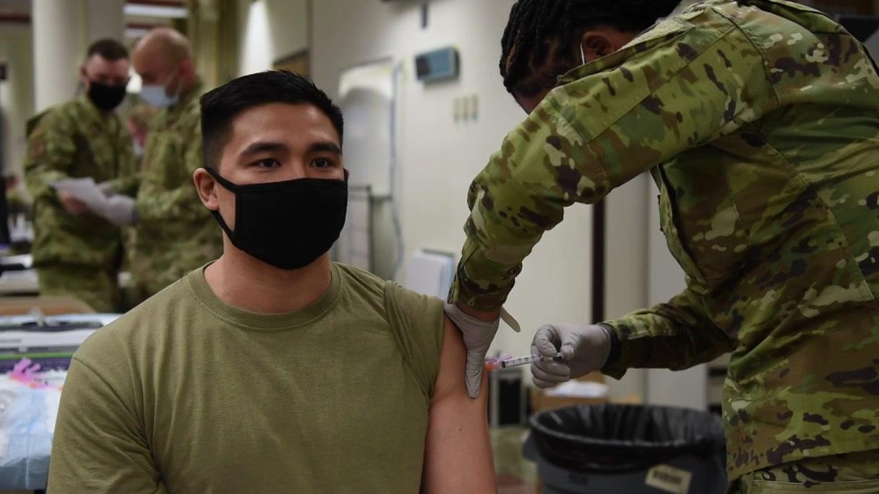 [정치]주한 미군, 평택, 오산, 군산 의료진이 모데나 백신 접종 … 아 브람스 사령관도 백신 접종