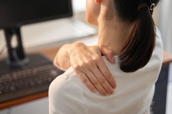 [와이파일] 겨울만 되면 심해지는 어깨·목 통증...이유는?