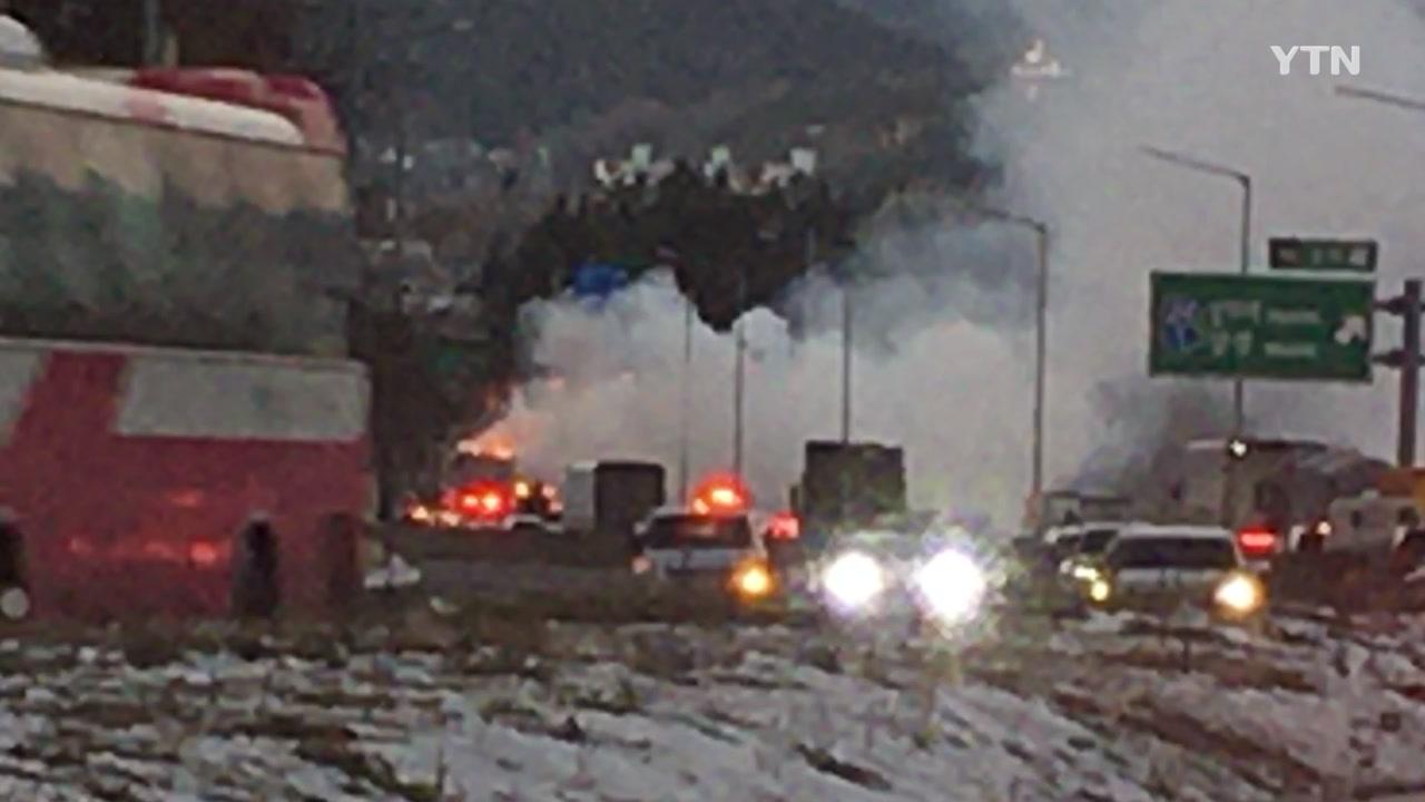호남고속도로 장성나들목에서 화물트럭 화재...다친 사람 없어