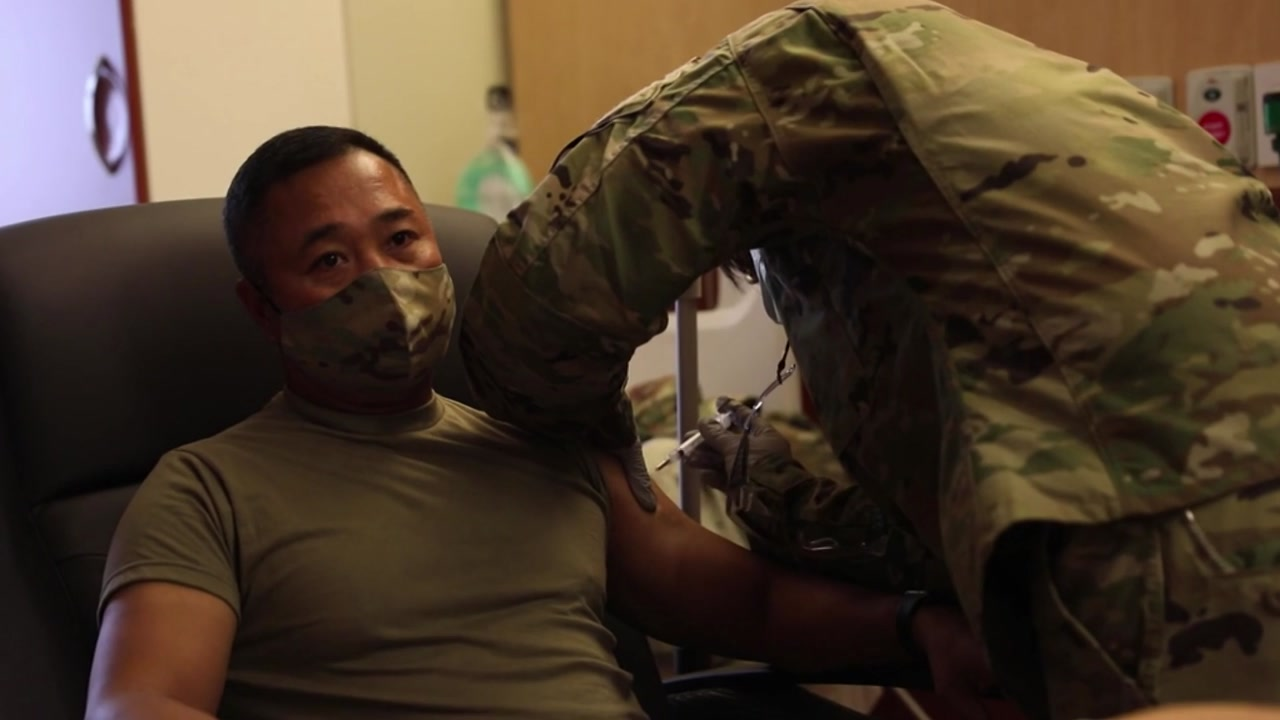[정치]한국 최초 예방 접종 주한 미군, 두 번째 백신 …
