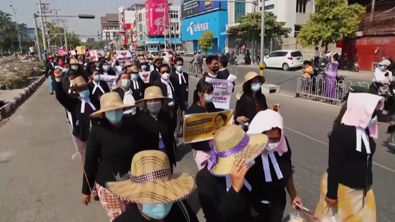 """[국제]미얀마에서 2 주간의 거리 시위가 … """"밤 납치 중지"""""""