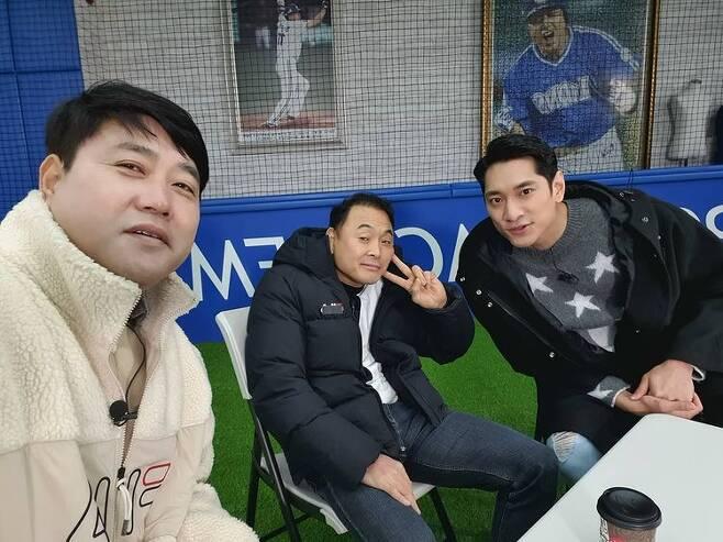 """[단독] 이봉주 """"근육 경련으로 허리 굽어...1년째 치료 중, 원인불명""""(인터뷰)"""