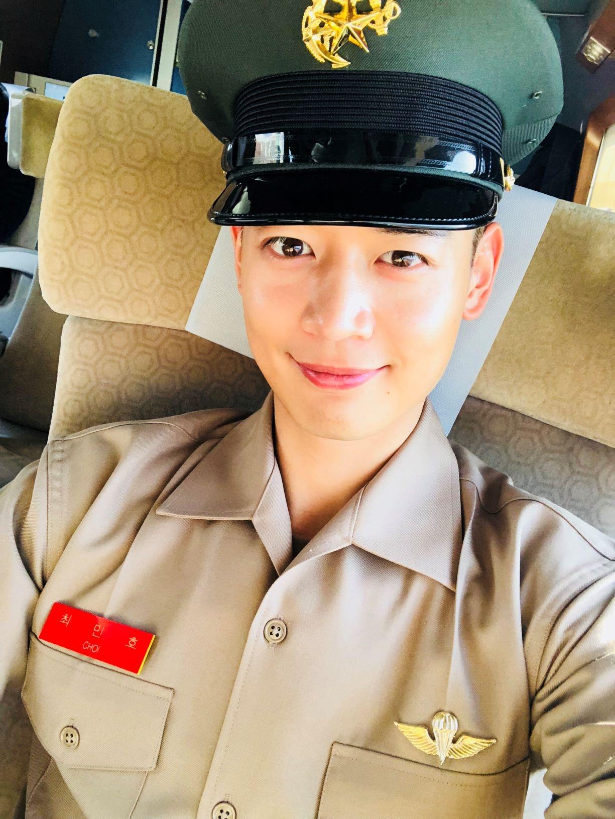 """샤이니 민호 """"해병대 훈련 참여하고 싶었다... 휴가 반납하고 전역 연기"""""""