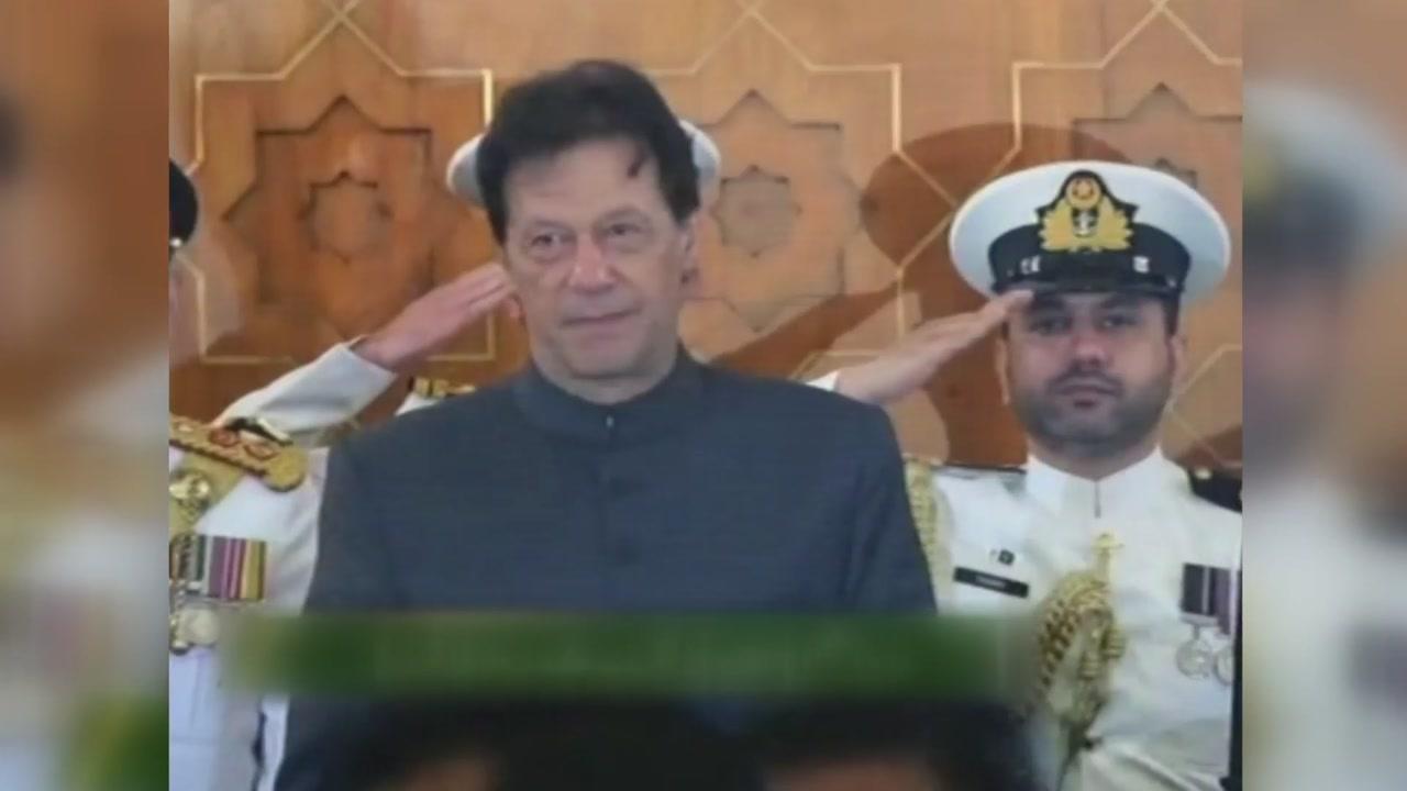 """파키스탄 총리 """"성폭력 방지하려면 여성들이 얌전하게 입어야"""" 논란"""