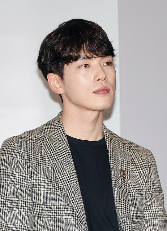 [단독] 김정현 소속사 폐업 문건 입수…3월에 이미 직원 해고 통보